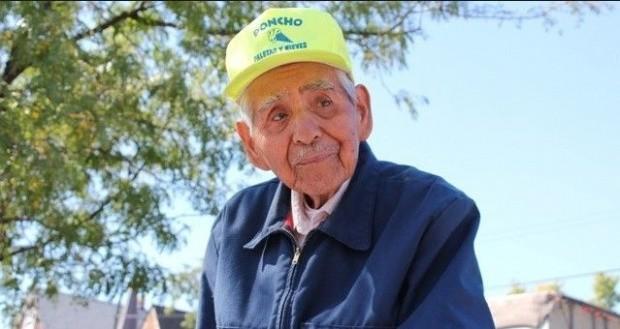 Emocionante: con 89 años, logró jubilarse gracias a una foto. ¡Mirá!