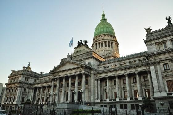 La Cámara alta aprobó una ley para volver a disponer feriados puente