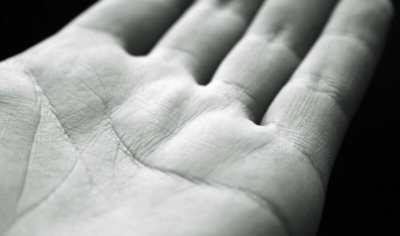 ¿Tenés la letra M en la palma de la mano?: esto es lo que significa