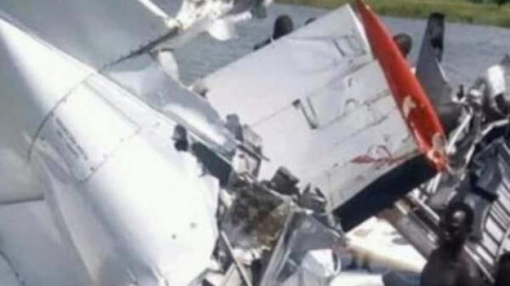 Al menos 19 muertos al estrellarse un avión en un río