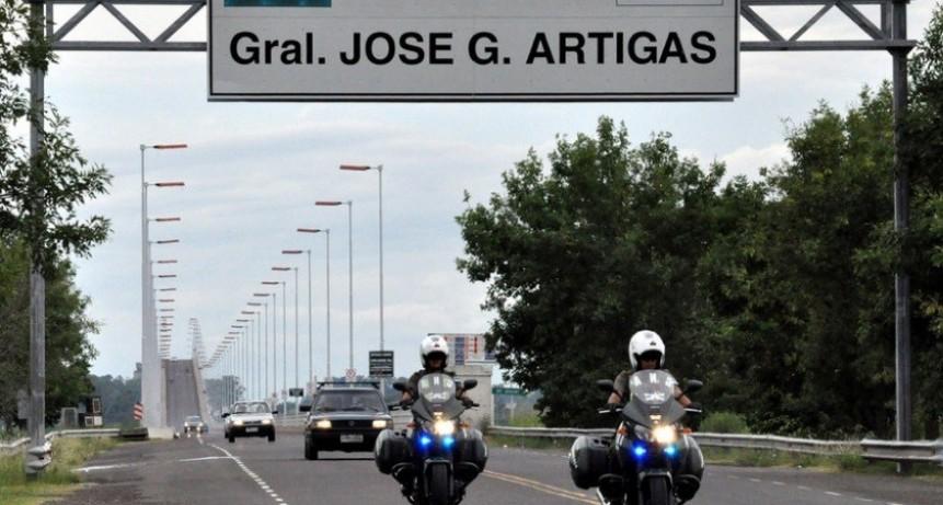 Por la devaluación, a los uruguayos les prohíben comprar más de 5 kilos de alimentos en Argentina