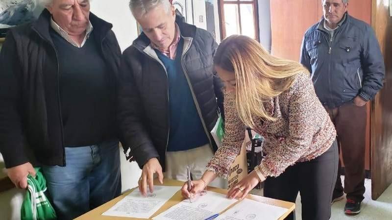 Paulón firmó con ATE  y  trabajadores Municipales recibirán un bono de $2500