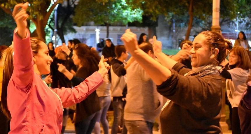 """Volvió el ciclo """"Aquí Cultura Danza"""" en la plaza 25 de Mayo"""
