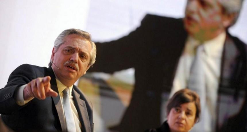 FERNANDEZ CONTRA MACRI : No tuvo otra idea más que financiar la pobreza con planes sociales