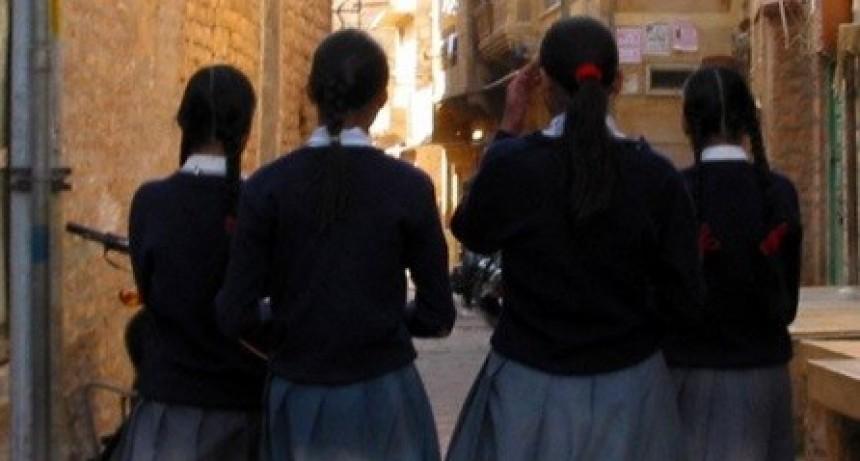 Maestra humilló a su alumna por menstruar y mancharse el uniforme: la menor se suicidó