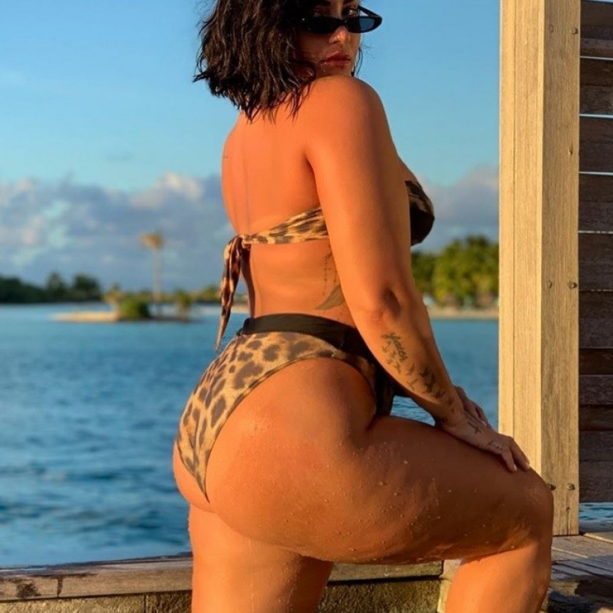 Demi Lovato vuelve a posar en bikini y sin Photoshop