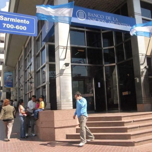 Analizan denunciar a la persona que contagió al empleado del Banco Nación
