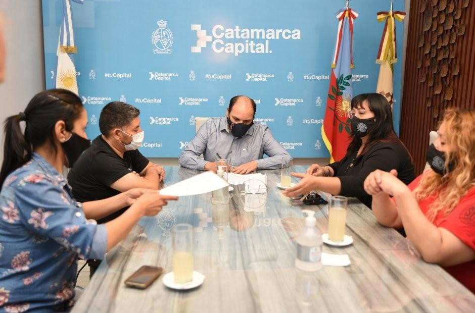 La Municipalidad de la Capital y el SOEM cerraron un acuerdo salarial de $3.500