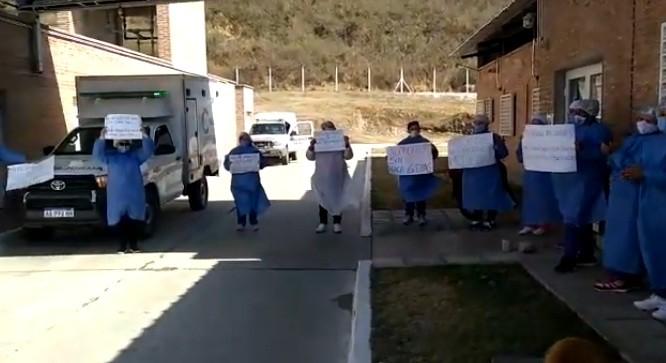 Andalgalá:  Aconquija sin médico hace 6 días, el reclamo fue con aplausos y sirenas