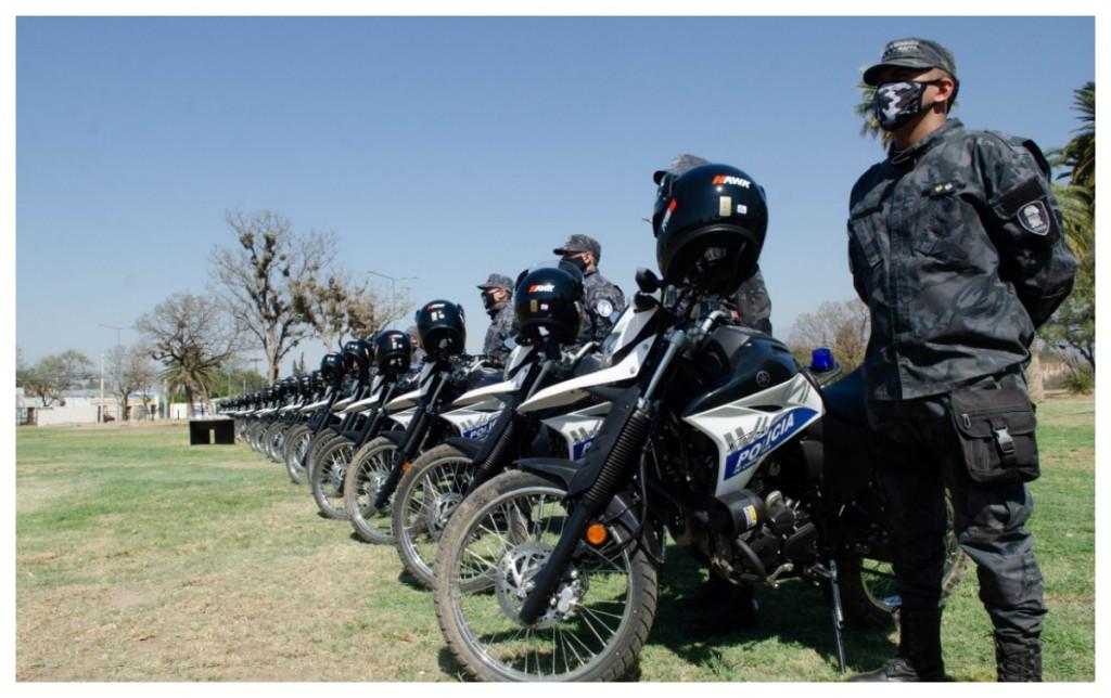 El Gobierno entregó nuevos móviles policiales y dos millones de barbijos