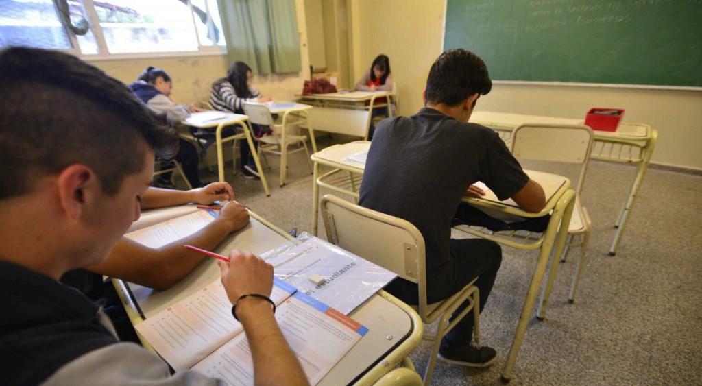 Estudiantes de secundaria terminarían las clases en abril del 2021