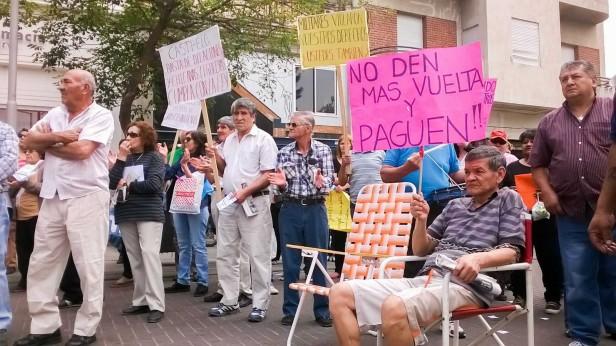 Jornada de protestas frente a Casa de Gobierno