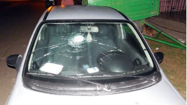 En un ataque de furia destruye el auto de su Ex