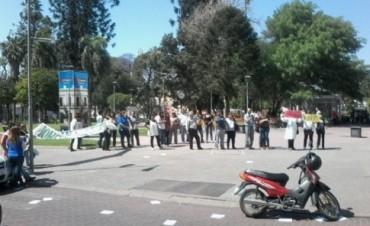 ADUCA se manifestó frente a casa de Gobierno