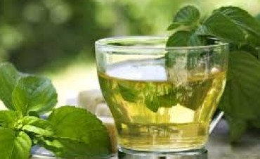 Comer con bebidas calientes evita la fijación de grasas