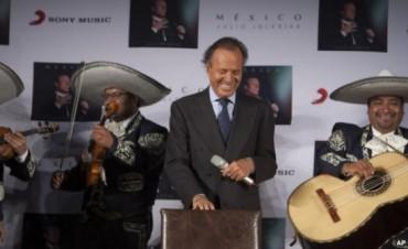 Julio Iglesias califica de payaso a Donald Trump