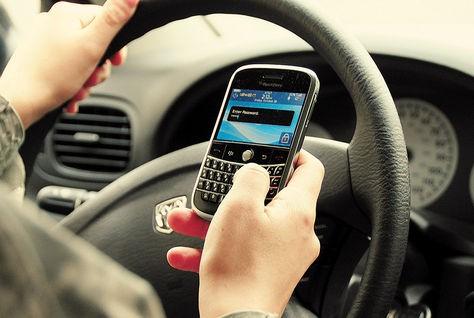 ONG's  lanzan una campaña preventiva sobre el uso del celular