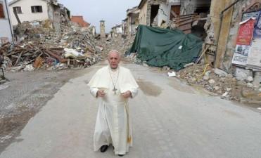 Visita sorpresa del Papa a la zona de Italia afectada por el sismo