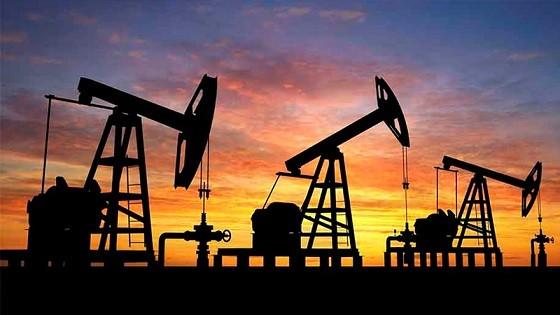 Las petroleras esperarán el pos elecciones para aumentar las naftas un 10%