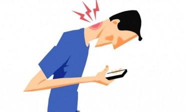 Kinesiólogos bonaerenses advierten un aumento en las dolencias por el uso excesivo de celulares y tabletas