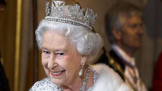 Se le fue la mano: el insólito secreto de la reina Isabel