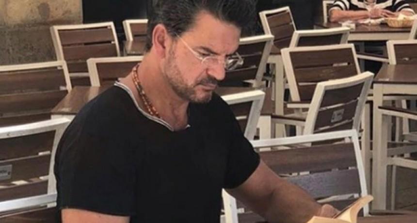 Viajó en el subte de Moscú y tomó café en un bar de Lima, ¿qué hará Ricardo Arjona en Buenos Aires?