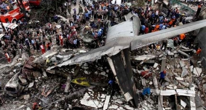 Tragedia en Indonesia: Avión con 188 pasajeros se estrelló en el mar de Java