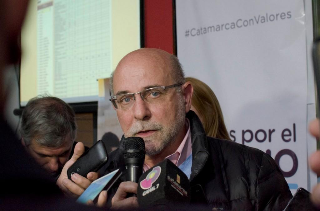 Fama propone medidas para precarizados municipales si es elegido Intendente por capital