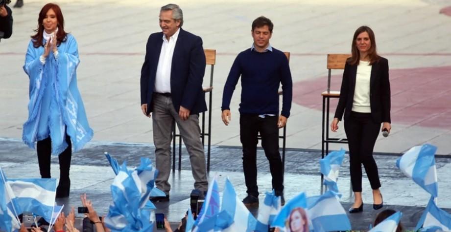 Alberto Fernández cerró su campaña junto a CFK: vamos a ocuparnos de los 5 millones de pobres que deja Macri
