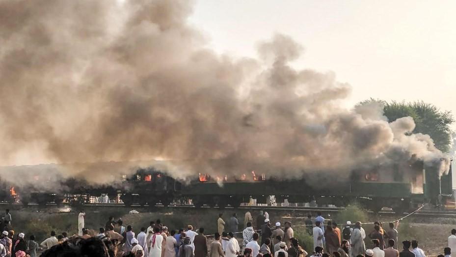 Al menos 65 muertos por la explosión de una garrafa de gas en un tren