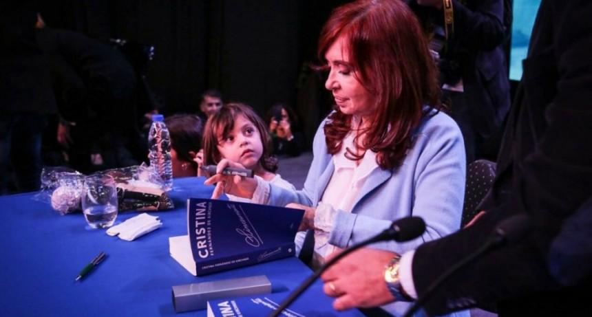 Cristina Kirchner regresó de Cuba y retomará la campaña electoral
