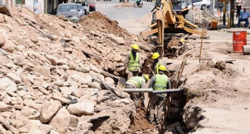 Comerciantes preocupados por una obra de agua en avenida Güemes Oeste