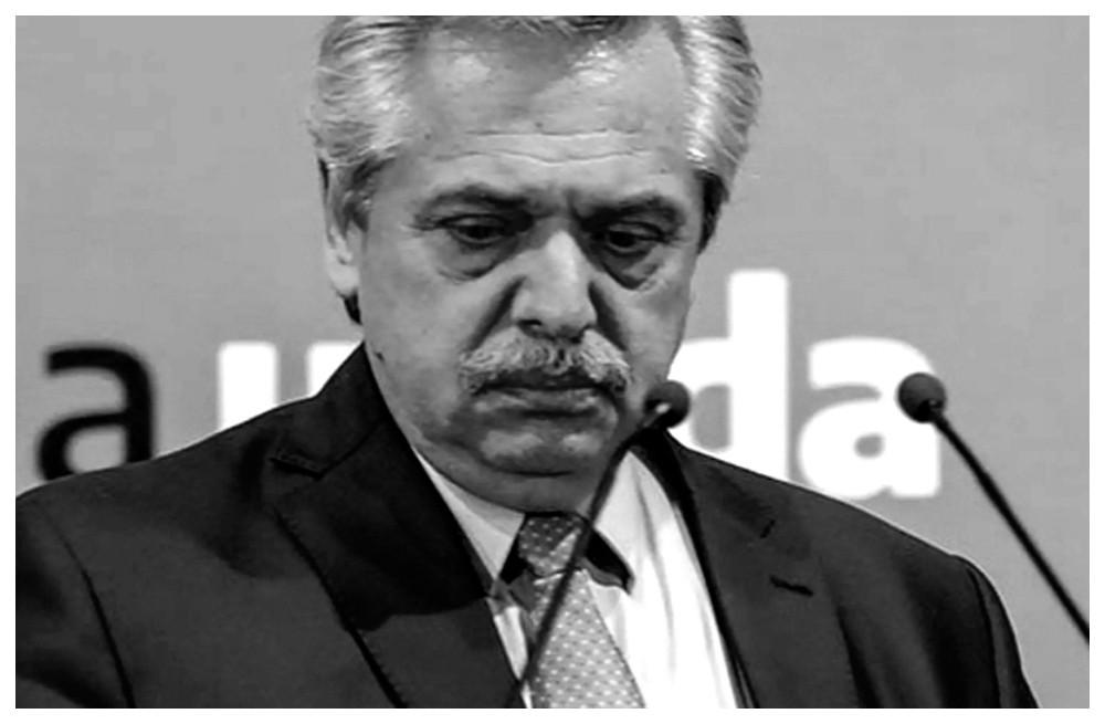 Números negros: la imagen de Alberto Fernández cayó hasta en las encuestas de La Cámpora