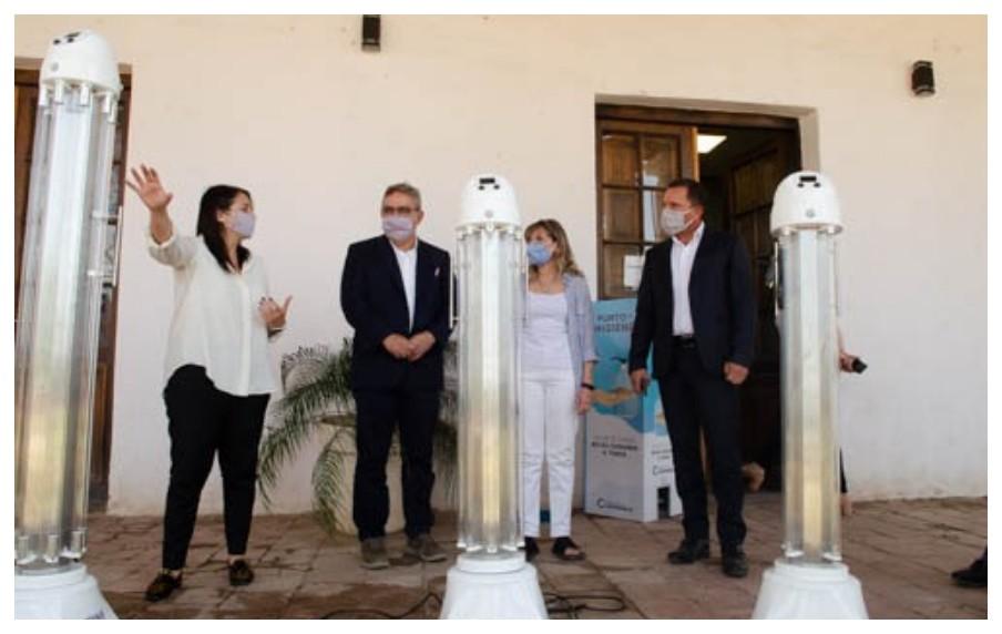 Entregan lámparas con rayos UVC para sanitizar ambientes