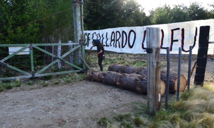 Mapuches que usurpaban El Foyel atacaron con piedras a la gobernadora de Río Negro