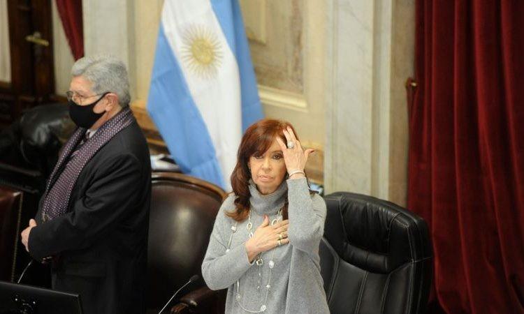 """La Oficina Anticorrupción se retira de los juicios contra CFK por """"falta de personal"""""""