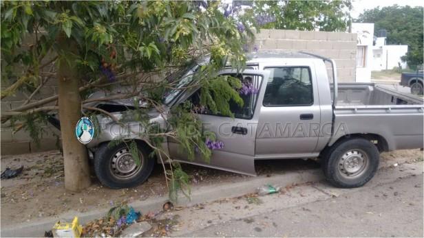 Robó camioneta y la chocó en la huída