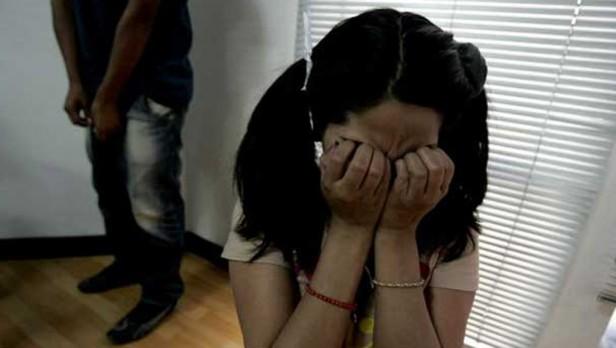 A juicio por violar, embarazar y obligar a abortar a sus hijas