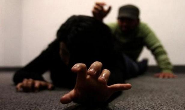 Docente universitario fue imputado por golpeador y violador