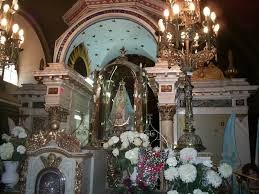 La base del trono de la Virgen ya está puesta