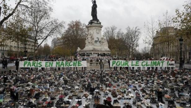 Activistas medioambientales desafían la emergencia en París