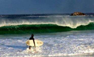 Un surfista amateur domó una ola en Malvinas