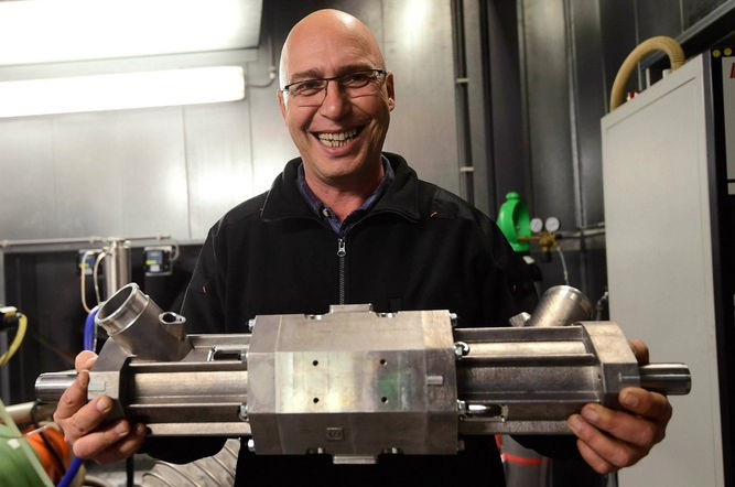 Empresa israelí inventa motor de 100 dólares capaz de recorrer 1,600 kilómetros con un solo tanque