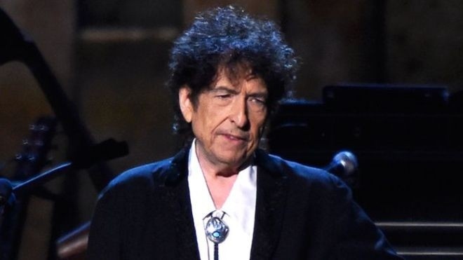 Bob Dylan no asistirá a recibir el Premio Nobel de Literatura