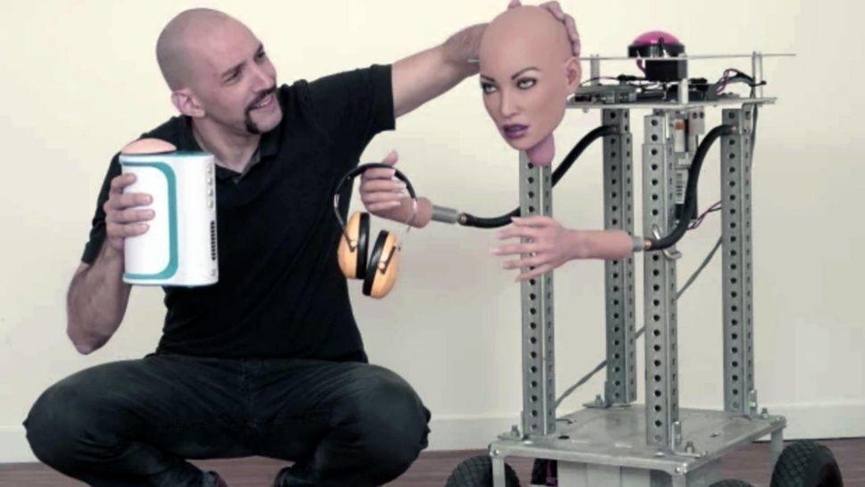 Crean robot que promete un sexo oral perfecto