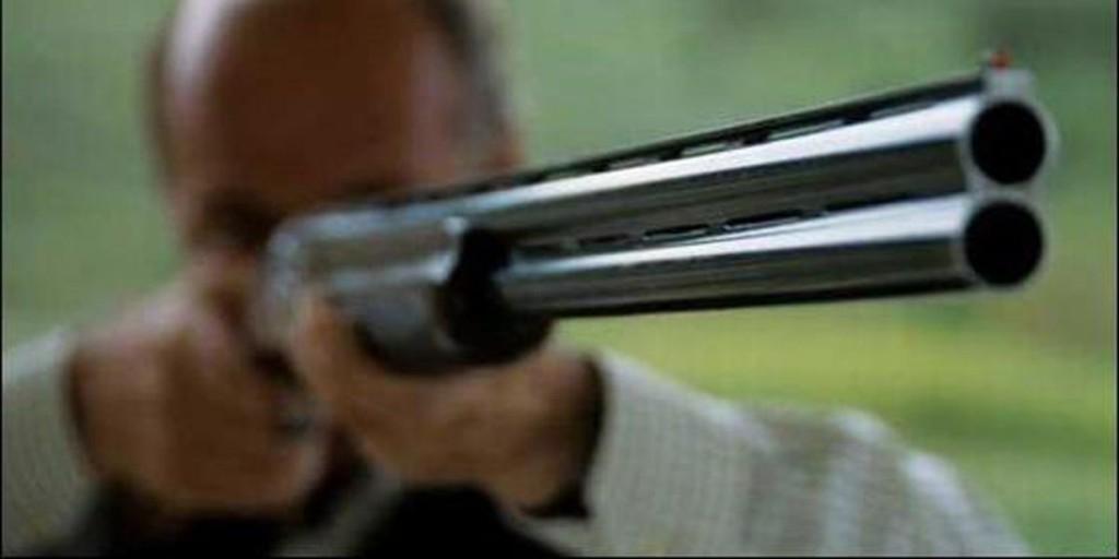 Tras discutir con su vecino le disparo con su escopeta