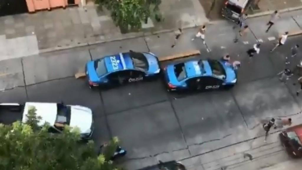 Feroz ataque de la barra de All Boys contra la policía
