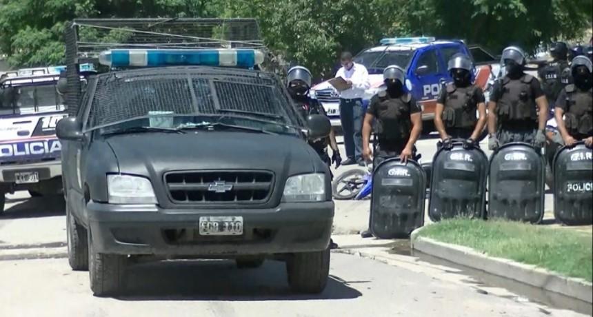 Por una gresca en el norte de la capital terminaron enfrentados  Vecinos y policías
