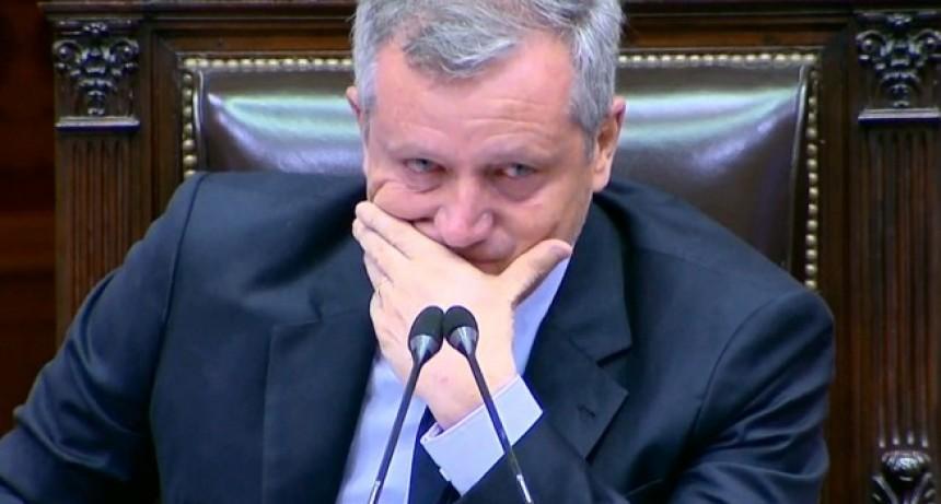 Monzó se emocionó por el homenaje que le realizaron los diputados en la última sesión