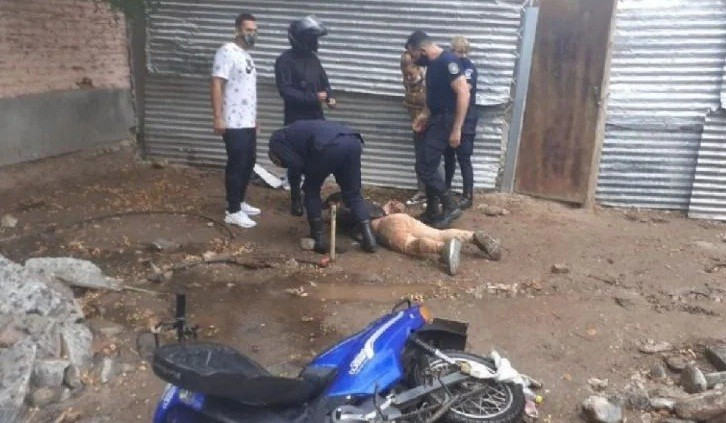 Vecinos reducen a pareja de motochorros en la zona norte